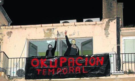 indignados-okuparon-edificio-Pablo-lorenzana_ASTIMA20111116_0013_6